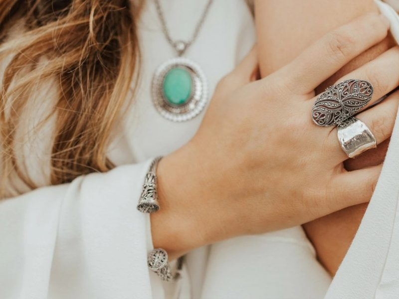 How to Shop With Confidence for Valuable Jewelry