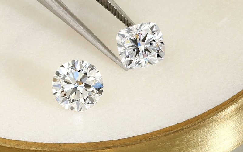 In which colors are laboratory-created diamonds available?